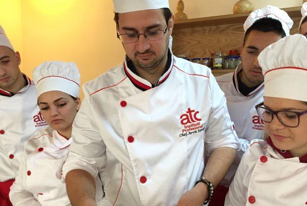 Arvit Isterfi(shef kuzhine) i punesuar ne Institutin profesional Atc